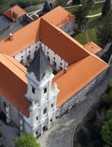 Kolostor Épület