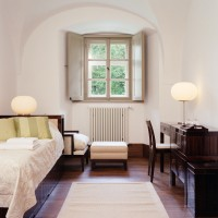 Egyágyas szoba kitekintő / single room wit outer view