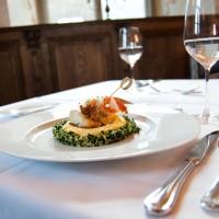 Vajhal filé garnélával, cous-cousszos petrezselyem salátával